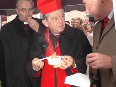 Józef Kardynał Glemp - na lotnisku Wilamowo